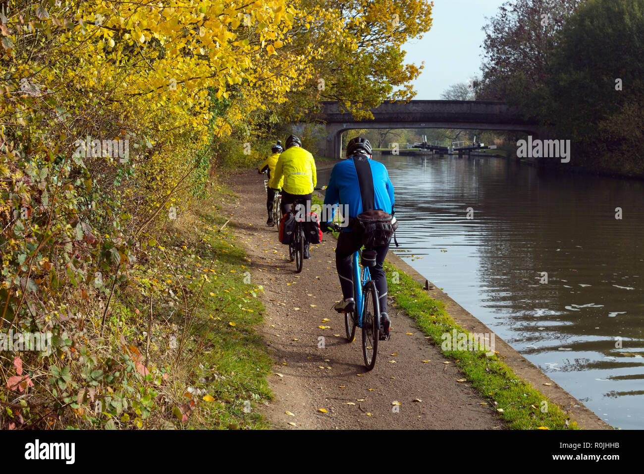Cyclists on the Grand Union Canal towpath in autumn, Hatton Locks, Warwickshire, UK - Stock Image