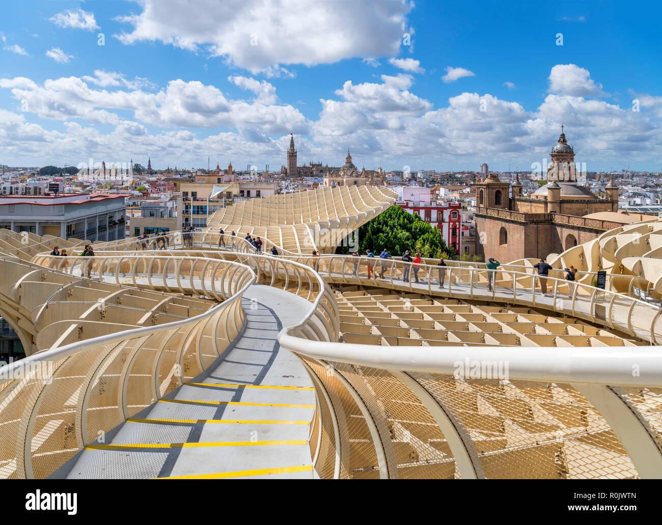 Rooftop walkway looking over the old town, Las Setas ( Metropol Parasol ), Plaza de la Encarnacion, Seville ( Sevilla ), Andalucia, Spain - Stock Image