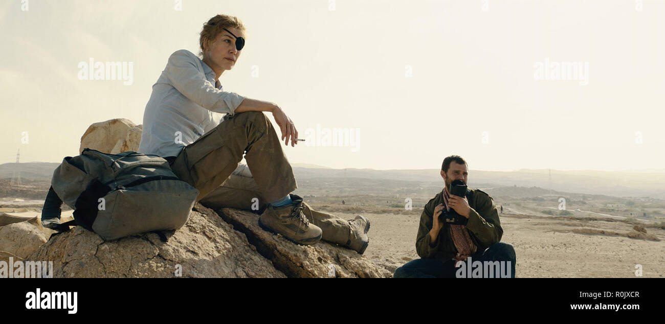 Rosamund Pike, Jamie Dornan 'A Private War' (2018) (Credit Photo: Aviron Pictures / The Hollywood Archive) - Stock Image