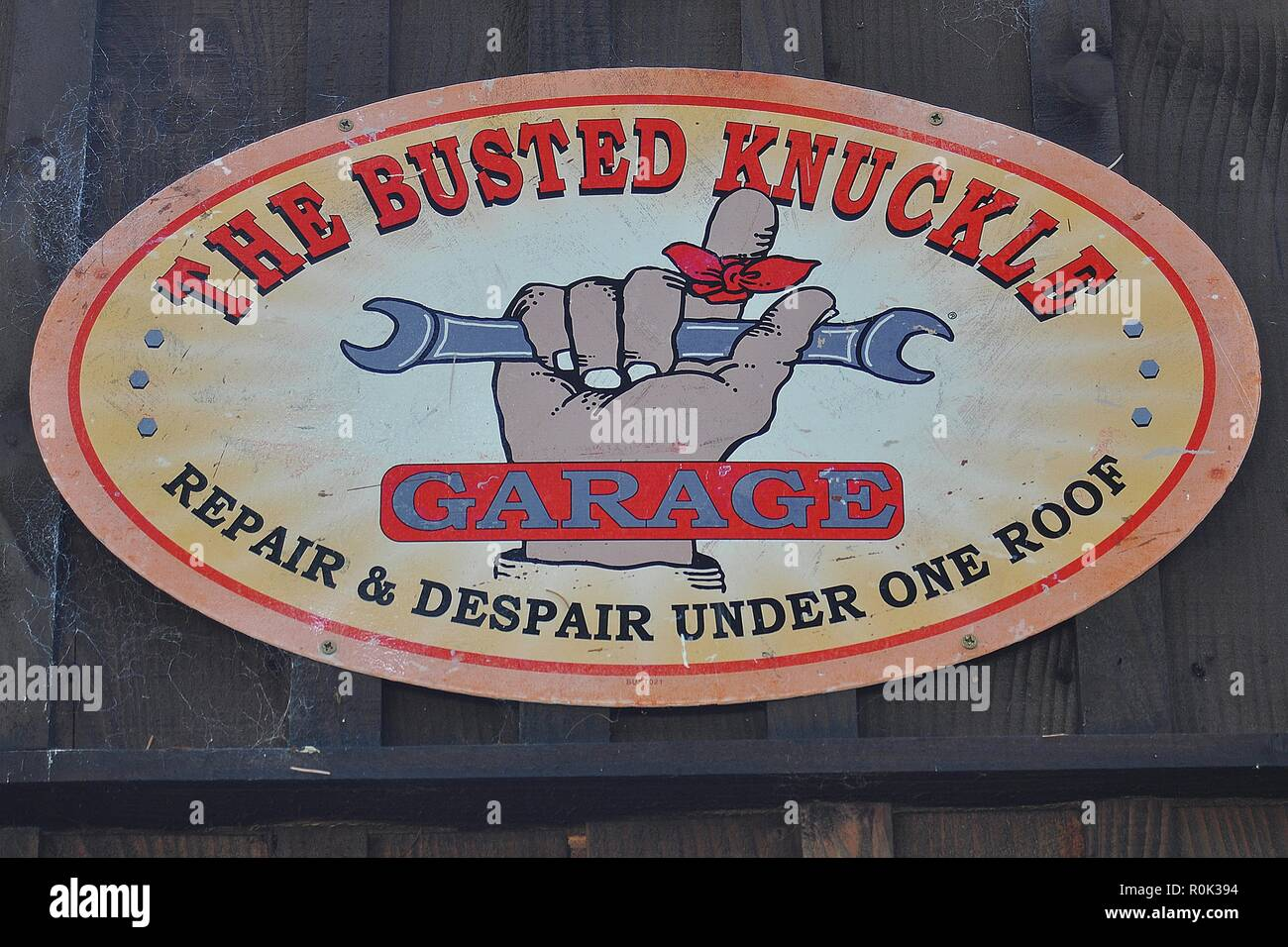 THE BUSTED KNUCKLE, AMUSING GARAGE SIGN AT BORGIE LODGE, CAITHNESS, SCOTLAND. - Stock Image
