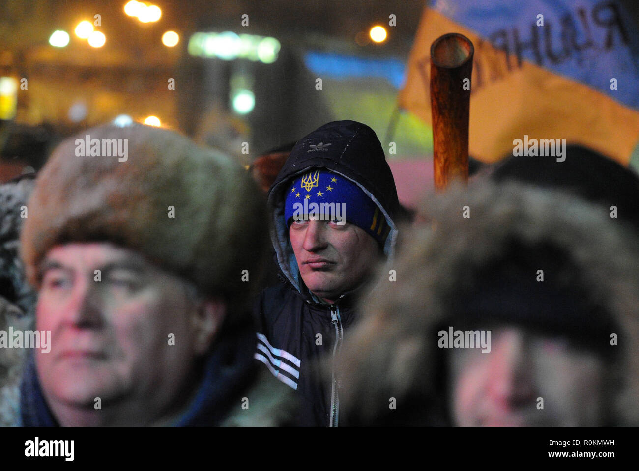 January 28, 2014 - Kiev, Ukraine: Supporters of the Svoboda ultra nationalist party listen to a speech delivered by their leader, Oleh Tiahnybok, in Independence Square, known as 'Maidan', as a tense standoff continues with police in the streets nearby. Des partisans du parti ultra nationaliste Svoboda ecoutent les discours de leur leader Oleh Tiahnybok sur la place Maidan a Kiev. *** FRANCE OUT / NO SALES TO FRENCH MEDIA *** - Stock Image