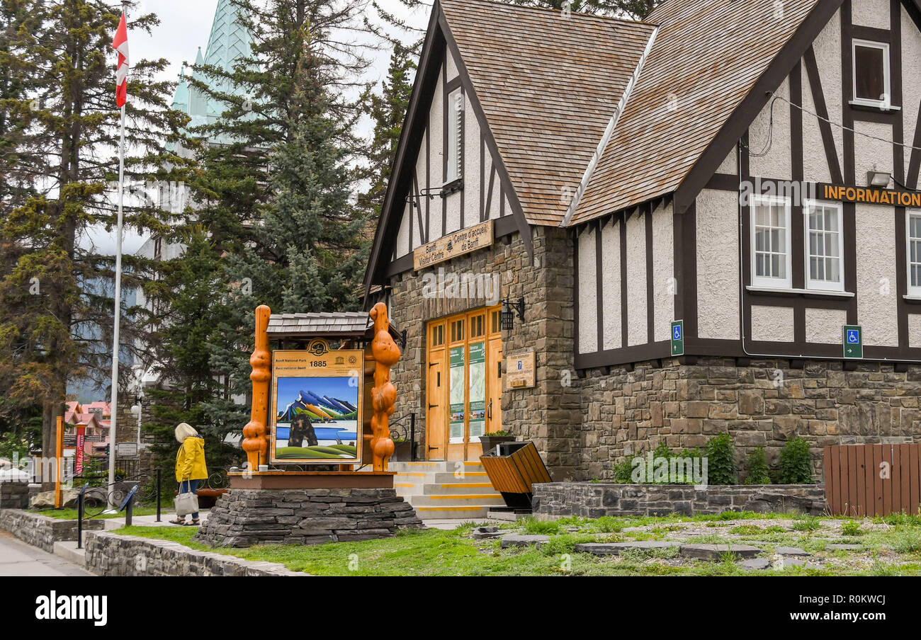 BANFF, AB, CANADA - JUNE 2018: Banff Visitor Centre in Banff town centre. - Stock Image