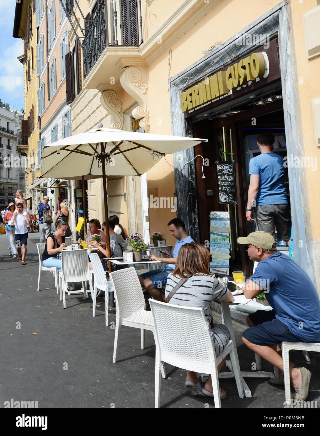 Bernini Gusto espresso bar in Piazza Barberini in Rome. - Stock Image