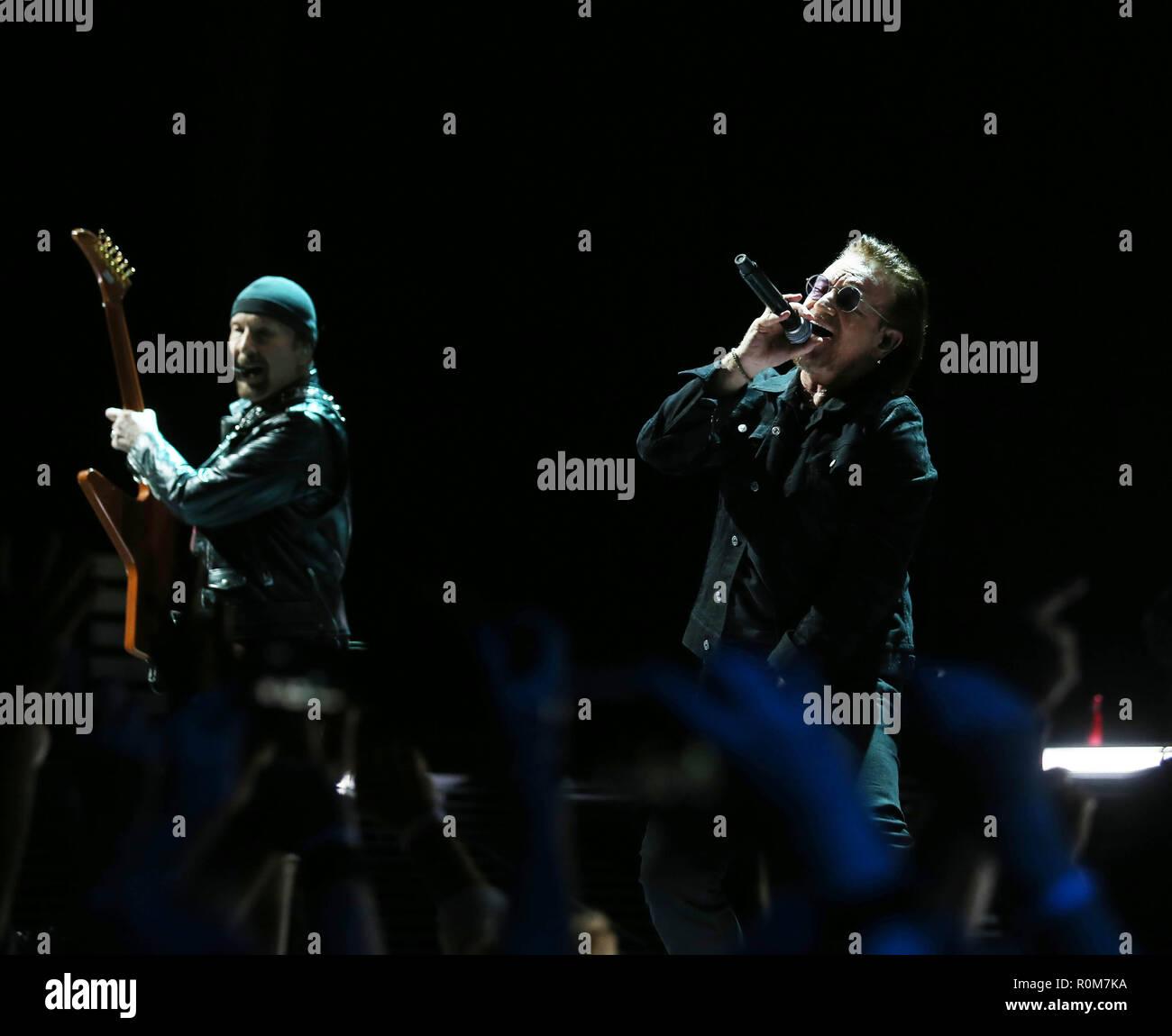 Bono U2 Live Stock Photos & Bono U2 Live Stock Images - Alamy