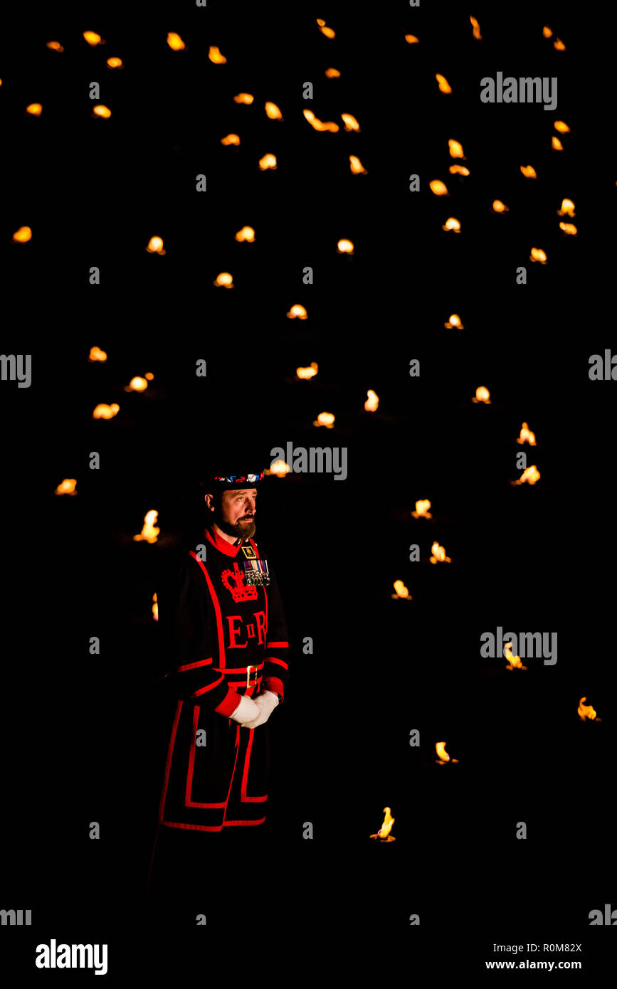 London, UK. 5th Nov 2018. Beyond the Deepening Shadow at The Tower of London. A stunning & moving installation of 10,000 burning flames to mark the centenary of Armistice Day at the end of the first World War.  Credit: IAN SKELTON/Alamy Live News - Stock Image