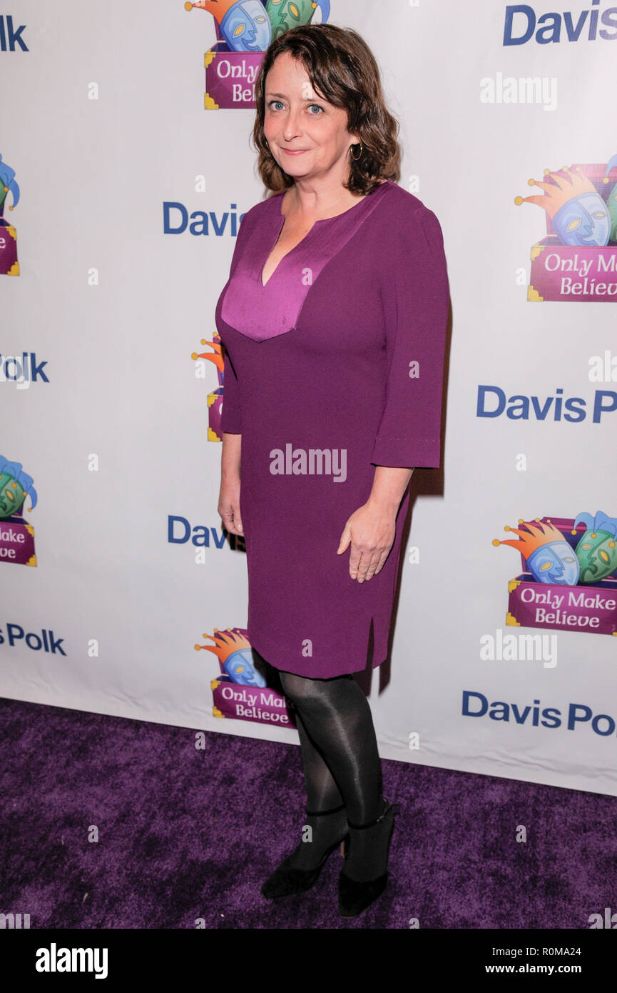 New York, USA. 5th Nov 2018. Rachel Dratch attends the 2018 Only Make Believe Gala at The Schoenfeld Theatre on November 5, 2018 in New York City. Credit: Ron Adar/Alamy Live News Stock Photo
