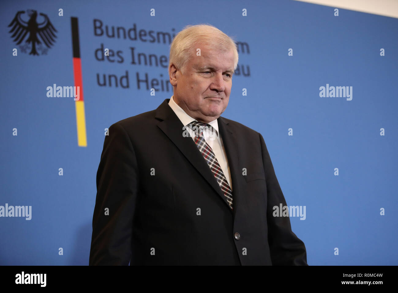 Berlin, Germany. 05th Nov, 2018. Interior Minister Horst Seehofer (CSU) issued a press statement in the Interior Ministry on the management of the Federal Office for the Protection of the Constitution (BMI). Seehofer is putting the controversial president of the German Office for the Protection of the Constitution, Maaßen, into temporary retirement. The background to this is that Maaßen, in a farewell speech, had strongly criticized parts of the coalition and again massively defended his controversial remarks on 'hunt hunting' in Chemnitz. Credit: Michael Kappeler/dpa/Alamy Live News - Stock Image