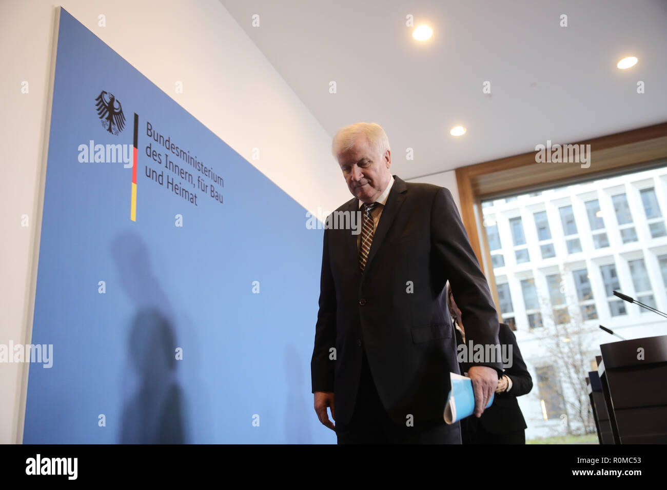 Berlin, Germany. 05th Nov, 2018. Interior Minister Horst Seehofer (CSU) leaves a press statement in the Interior Ministry on the management of the Federal Office for the Protection of the Constitution (BMI). Seehofer is putting the controversial president of the German Office for the Protection of the Constitution, Maaßen, into temporary retirement. The background to this is that Maaßen, in a farewell speech, had strongly criticized parts of the coalition and again massively defended his controversial remarks on 'hunt hunting' in Chemnitz. Credit: Michael Kappeler/dpa/Alamy Live News - Stock Image