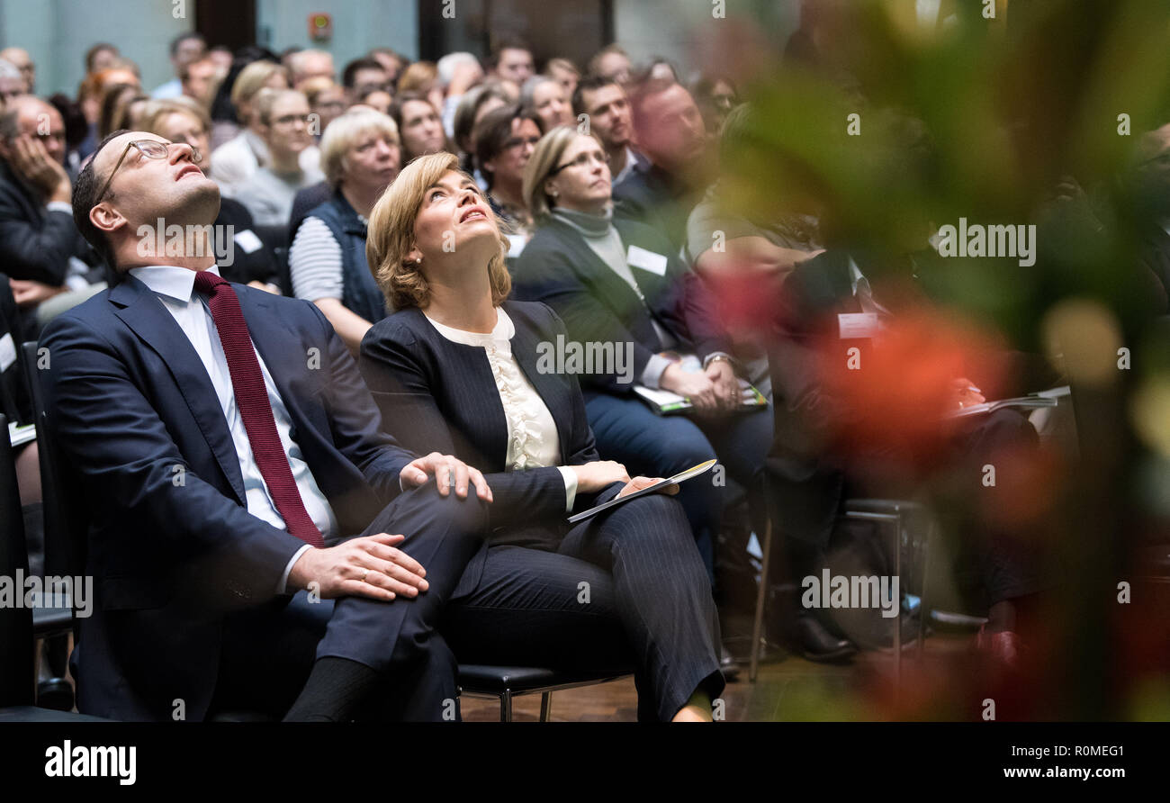 Berlin, Germany. 06th Nov, 2018. Jens Spahn (l, CDU), Federal Minister of Health, and Julia Klöckner (CDU), Federal Minister of Food and Agriculture, are at the Federal Congress on School Catering on the occasion of the presentation of a study by the German Society for Nutrition on cost and price structures in school catering. More than three million pupils at all-day schools eat lunch every day at school. Credit: Bernd von Jutrczenka/dpa/Alamy Live News - Stock Image