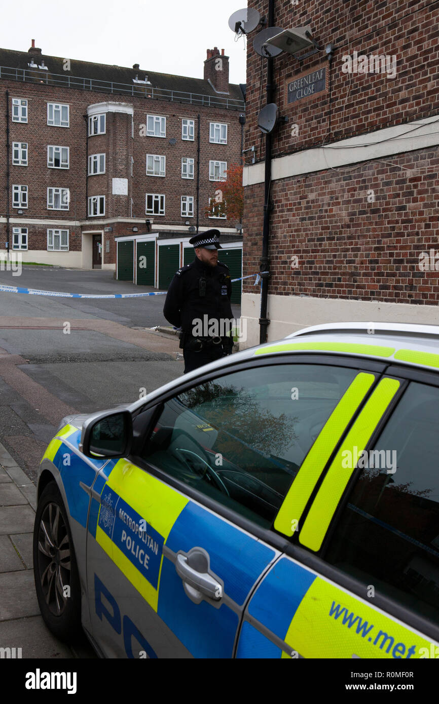 London, UK. 6th Nov 2018. Police at the entrance to a crime-scene at Greenleaf Close on the Tulse Hill housing estate in Lambeth, where an as-yet-un-named 16-year-old boy was stabbed on the evening of 5 November, part of a recent rise in knife crime in London. Credit: Anna Watson/Alamy Live News Stock Photo