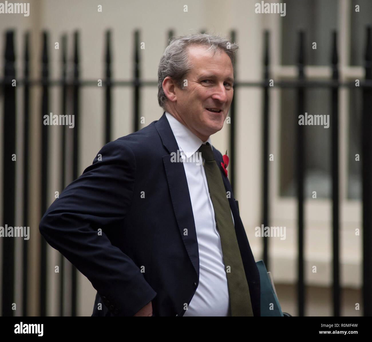 Downing Street, London, UK. 6 November 2018. Damian Hinds, Secretary of State for Education, arrives in Downing Street for weekly cabinet meeting. Credit: Malcolm Park/Alamy Live News. - Stock Image