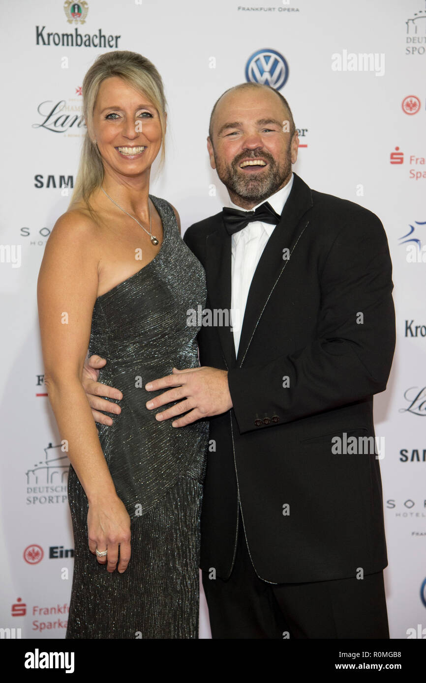 Sven OTTKE; Former boxer, with Ms. Monic, red carpet, Red Carpet Show, 37th German sports press ball in the Alte Oper Frankfurt, 03.11.2018. | Usage worldwide - Stock Image
