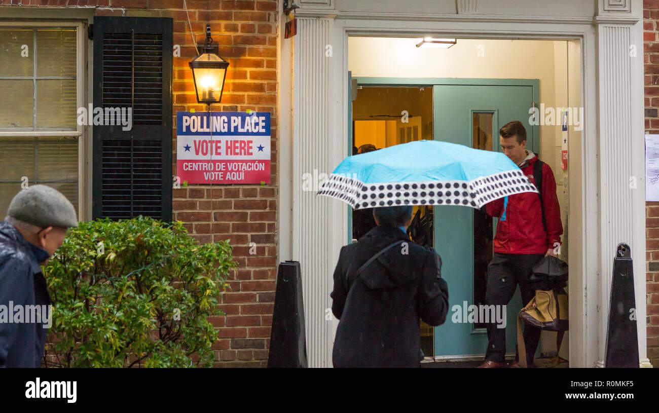 Arlington, Virginia, USA. 6th November, 2018. Midterm voters arrive at polls during rain storm, Lyon Village Community Center. Rob Crandall/Alamy Live News - Stock Image