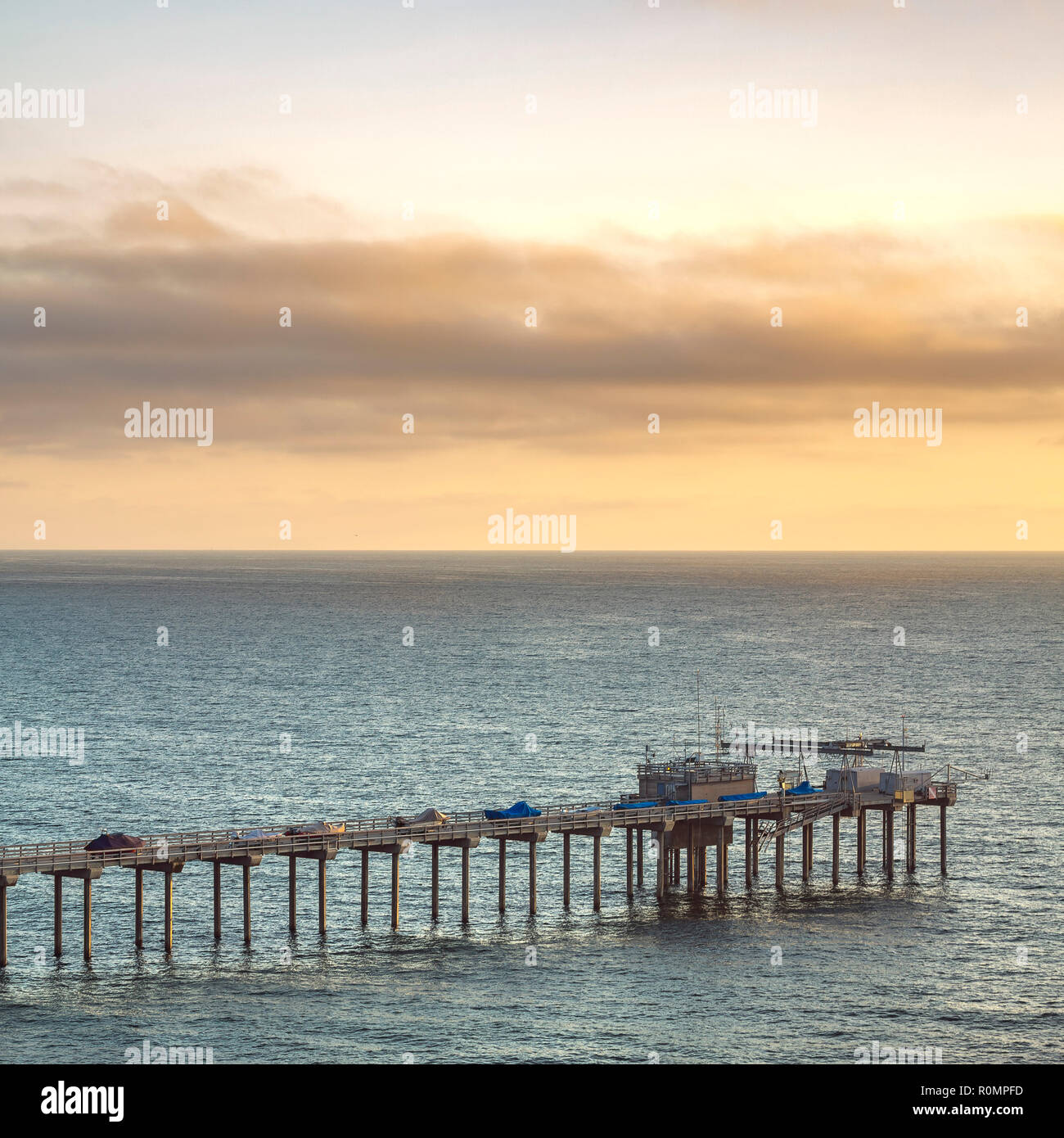 Ocean and horizon view in Scripps Pier at sunset - Stock Image