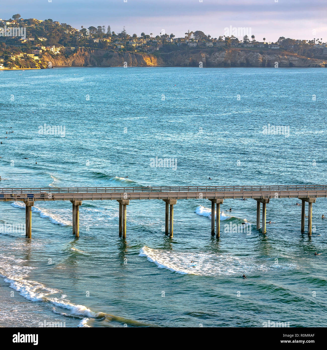 Scripps Pier and houses in the coast of California - Stock Image