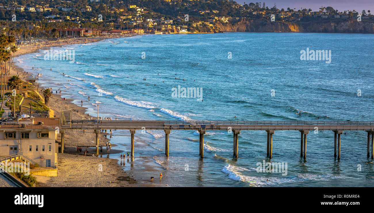 Scripps Pier and San Diego shoreline with houses - Stock Image