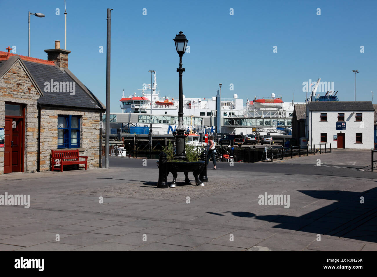 The Pierhead and harbour in Stromness, Orkney, Scotland, the NorthLink ferry Hamnavoe in the background - Stock Image