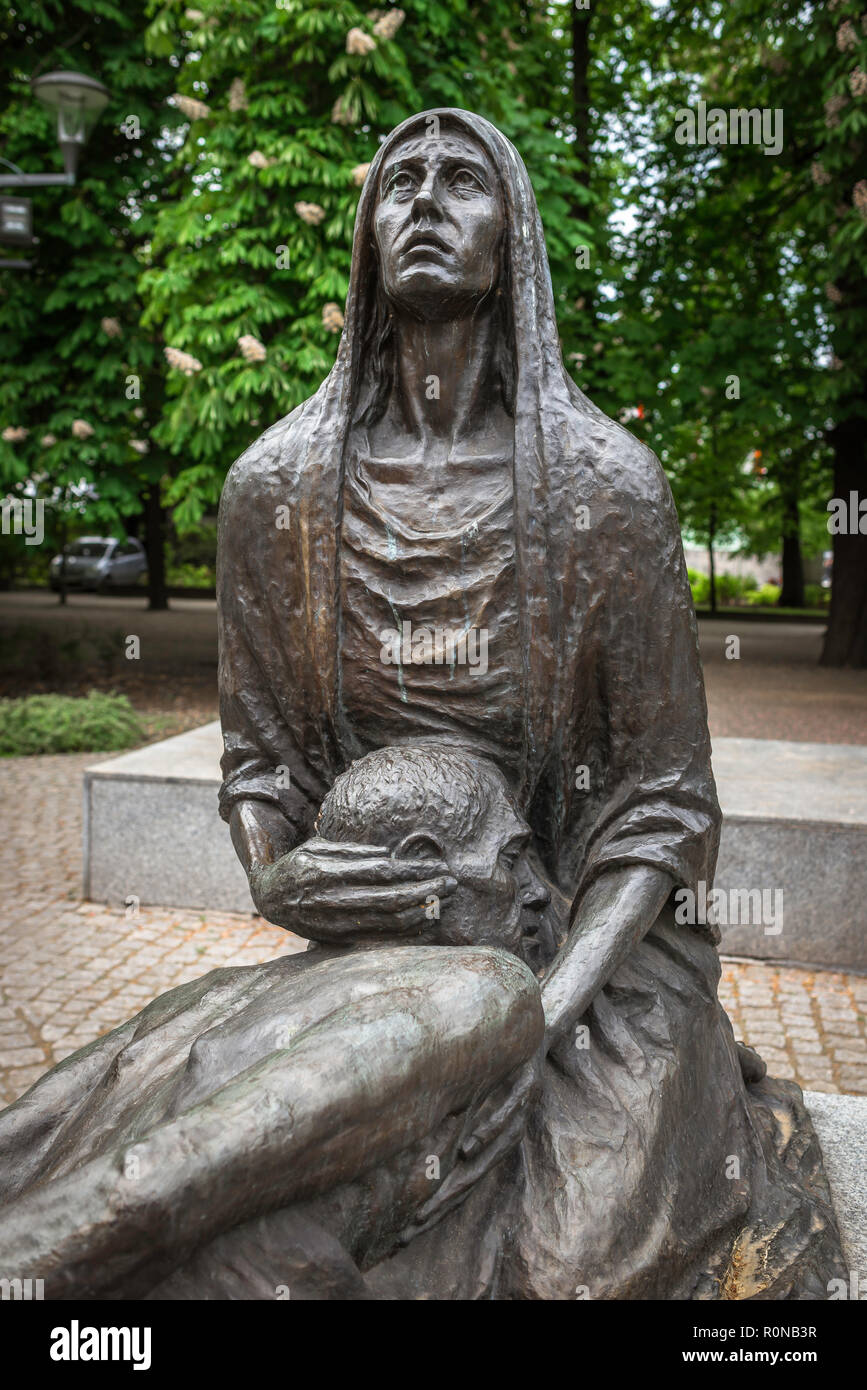 War memorial Poland, sculpture of a grieving Polish woman forming part of the Monument To Victims Of The Katyn Massacre in a park in Wroclaw, Poland. - Stock Image