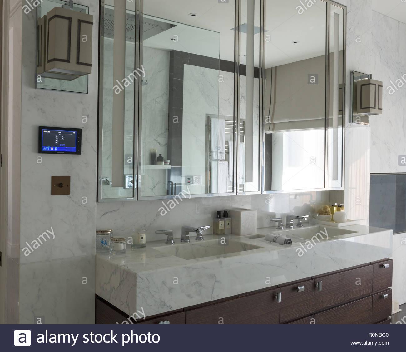 Marble Bathrooms Photos: Marble Basins Stock Photos & Marble Basins Stock Images