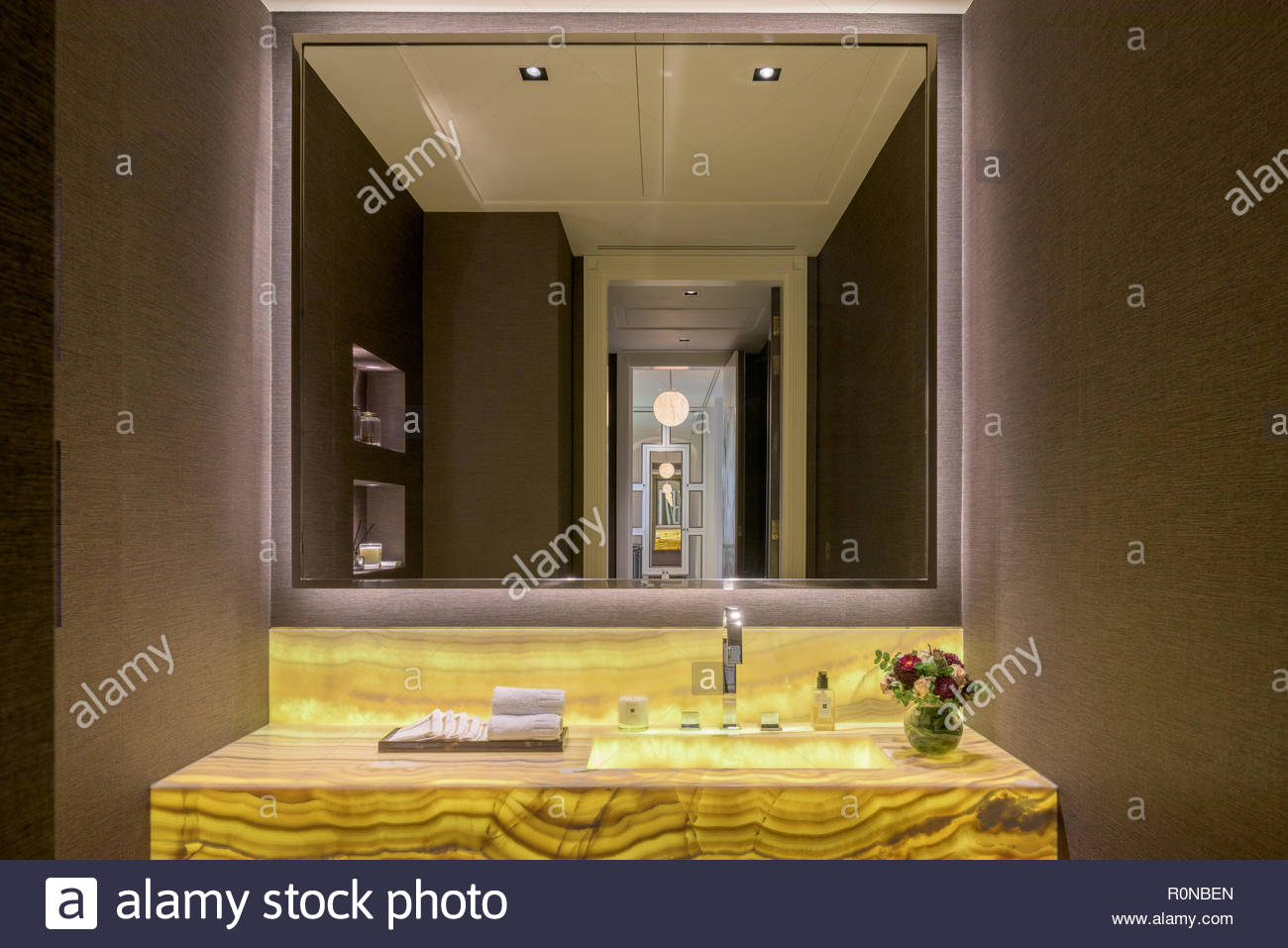 Yellow sink in bathroom - Stock Image