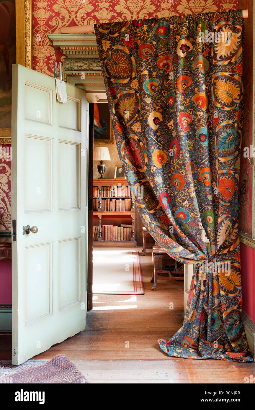 Charmant Autumn Leaf Patterned Curtain In Carlton Towers In Yorkshire   Stock Image