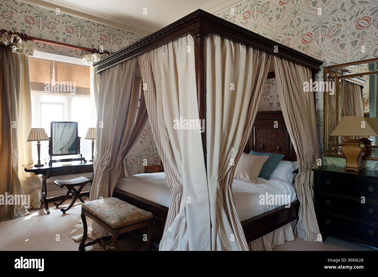 Four Poster Bed In Carlton Towers In Yorkshire   Stock Image