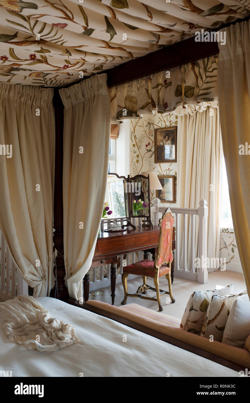 Four poster bed in Carlton Towers in Yorkshire Stock Photo