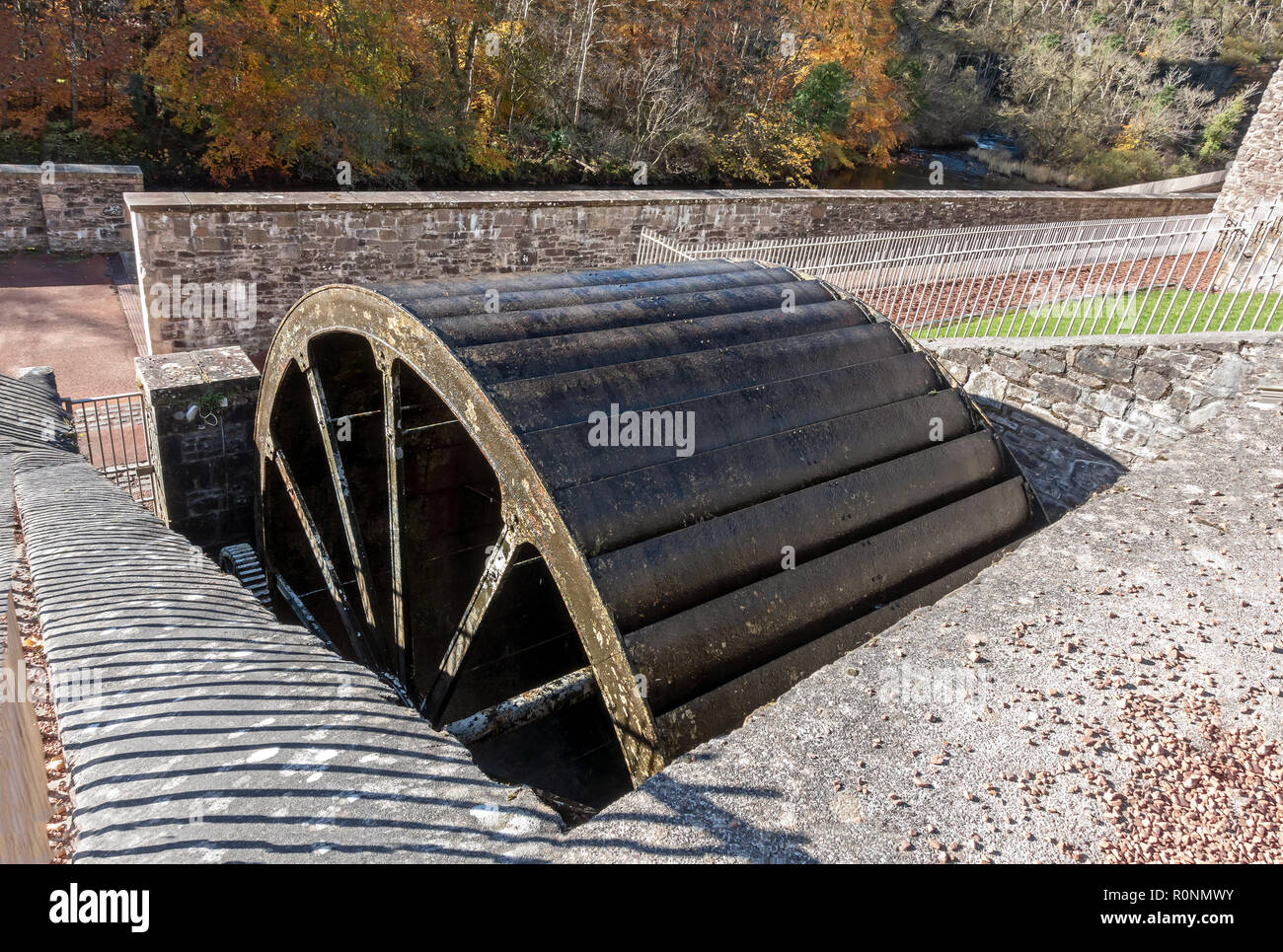 Water wheel beside Mill 3 at New Lanark Mills World Heritage Site by the River Clyde in Lanark Lanarkshire Scotland UK - Stock Image
