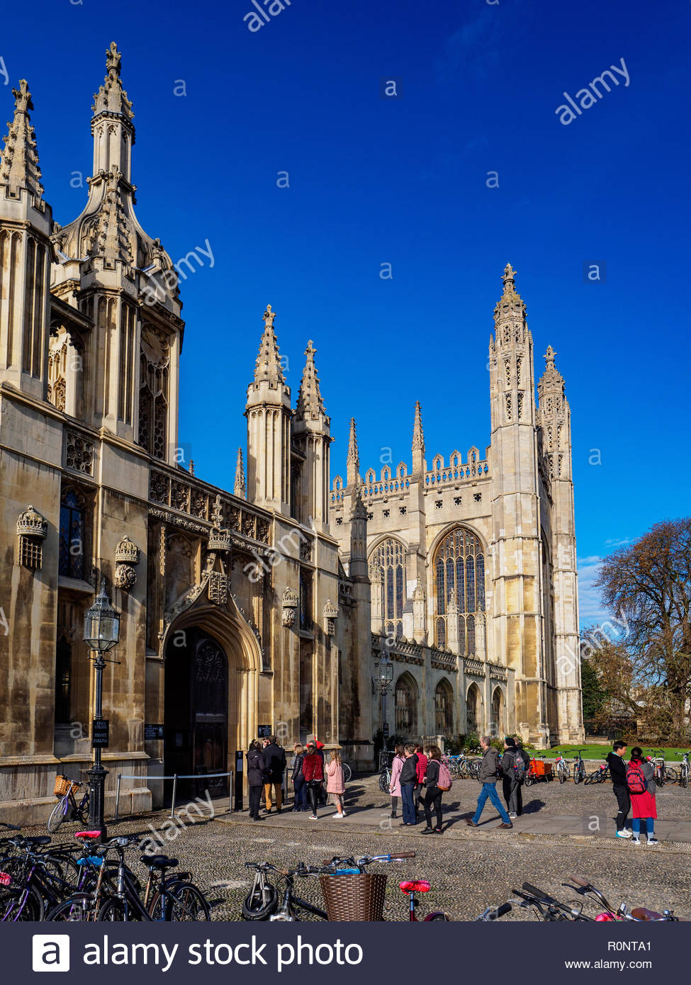 Cambridge Tourism - Tourists outside Kings College in Central Cambridge - Stock Image