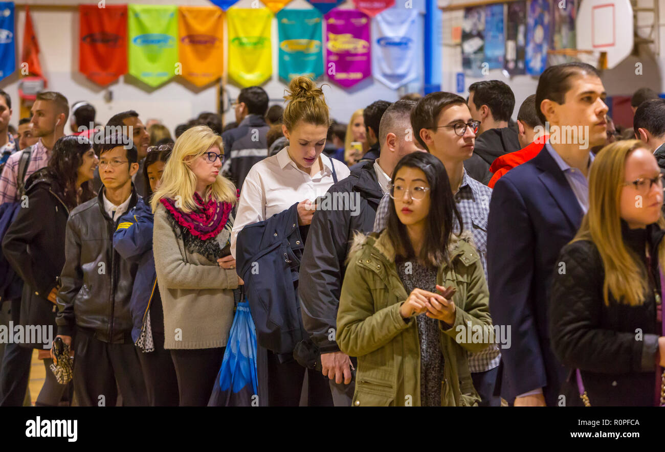 Arlington, Virginia, USA. 6th November, 2018. Election officials check voters identification during midterm voting, at Key School. Rob Crandall/Alamy Live News - Stock Image