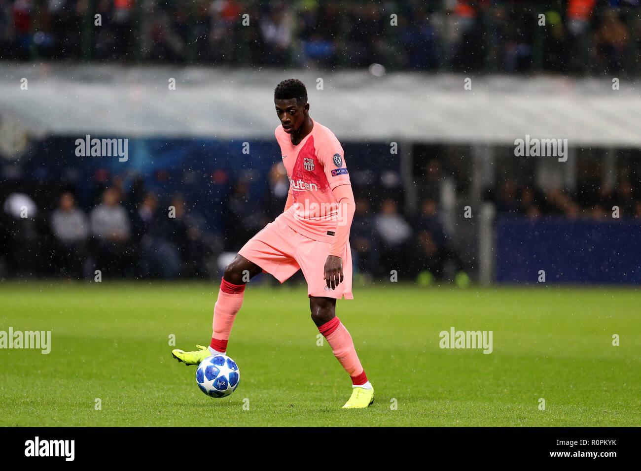 Milano, Italy. 6th November, 2018.  Ousmane Dembelè of Fc Barcelona in action during Uefa Champions League  Group B match  between FC Internazionale and Fc Barcelona. Credit: Marco Canoniero/Alamy Live News - Stock Image