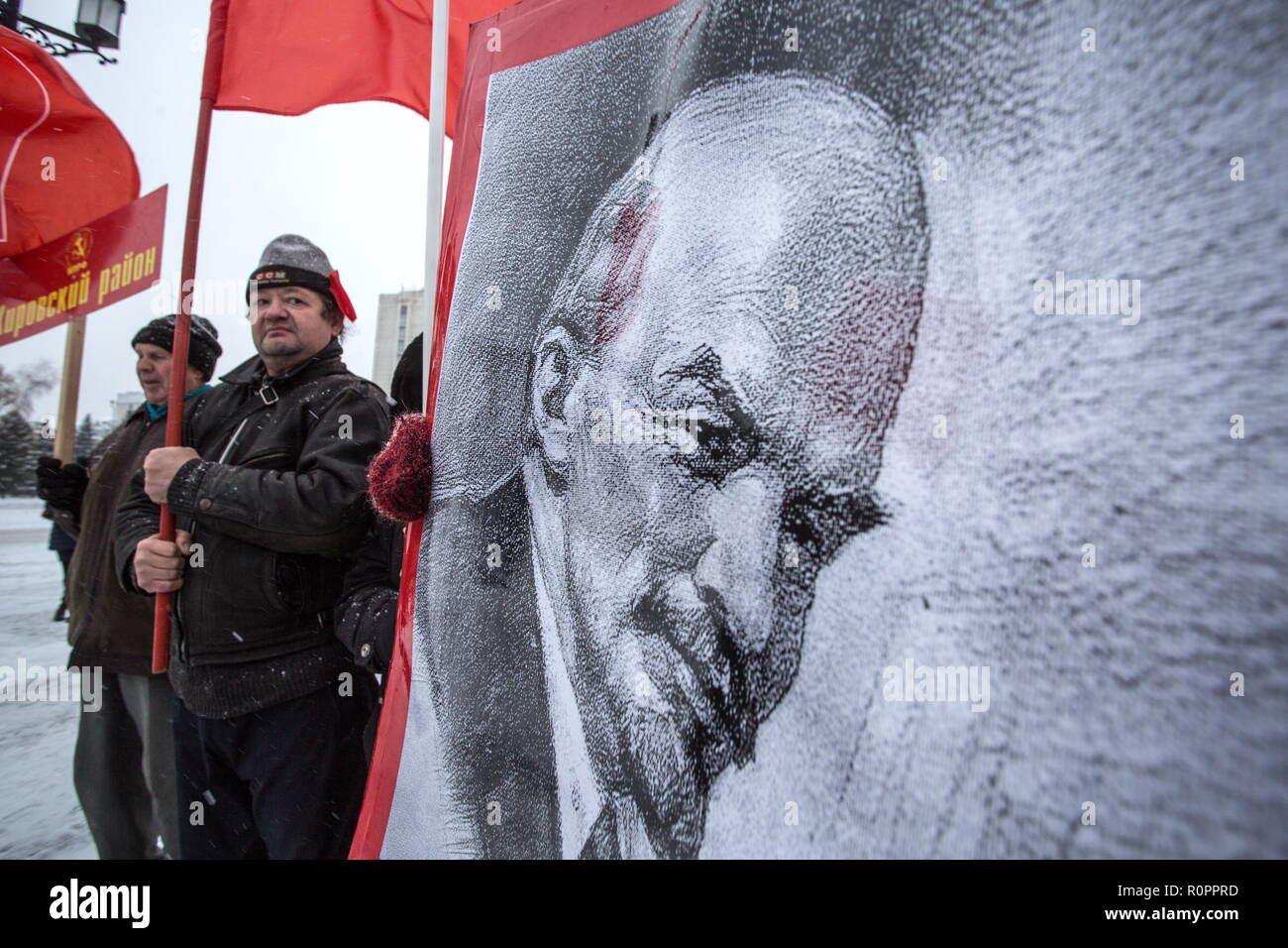 Omsk, Russia. 07th Nov, 2018. OMSK, RUSSIA - NOVEMBER 7, 2018: People take part in a rally and march organized by the Russian Communist Party (KPRF) to mark the 101st anniversary of the 1917 October Revolution. Dmitry Feoktistov/TASS Credit: ITAR-TASS News Agency/Alamy Live News - Stock Image