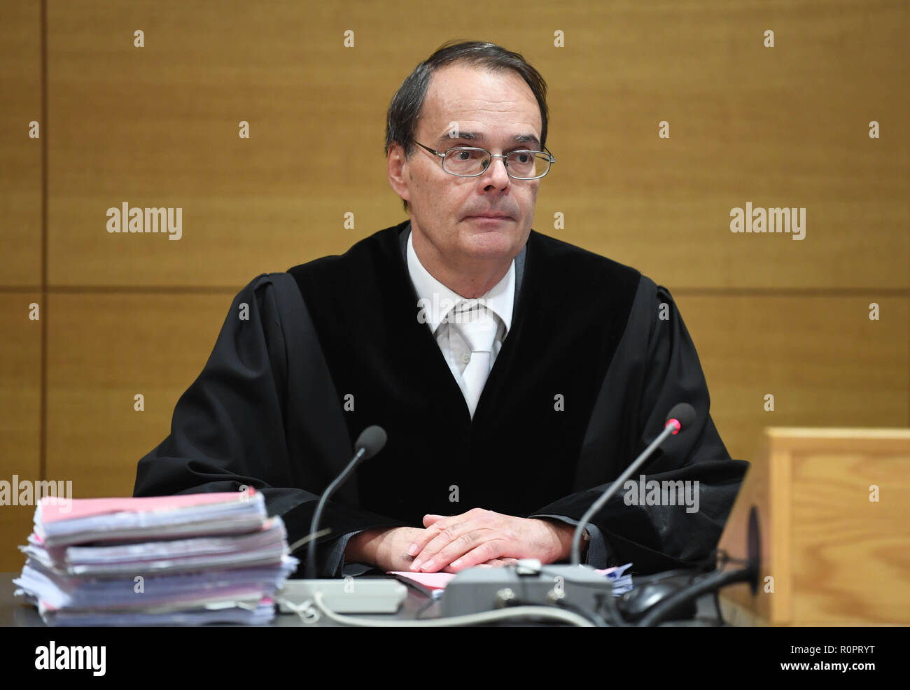 Heidelberg, Germany. 07th Nov, 2018. Christian Mühlhoff, judge at the Regional Court of Heidelberg, opens the trial for a false policeman. The accused, together with accomplices, is said to have taken a senior woman from Sinsheim for jewellery and valuables worth 300,000 euros as a false policeman. Credit: Uli Deck/dpa/Alamy Live News - Stock Image