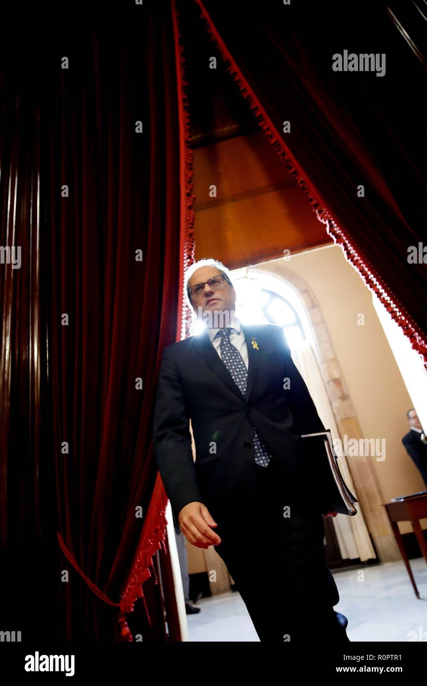 Barcelona, Spain. 07th Nov, 2018. Catalan President, Quim Torra, arrives for a plenary session at the Catalan Parliament, in Barcelona, northeastern Spain, 07 November 2018. Torra has reiterated the retreat of 'any support' to Prime Minister Pedro Sanchez's Government after the Spanish Public Prosecution confirmed the crime of rebellion charge against the Catalan imprisoned political leaders in their prosecution report. Credit: Alberto Estevez/EFE/Alamy Live News Stock Photo