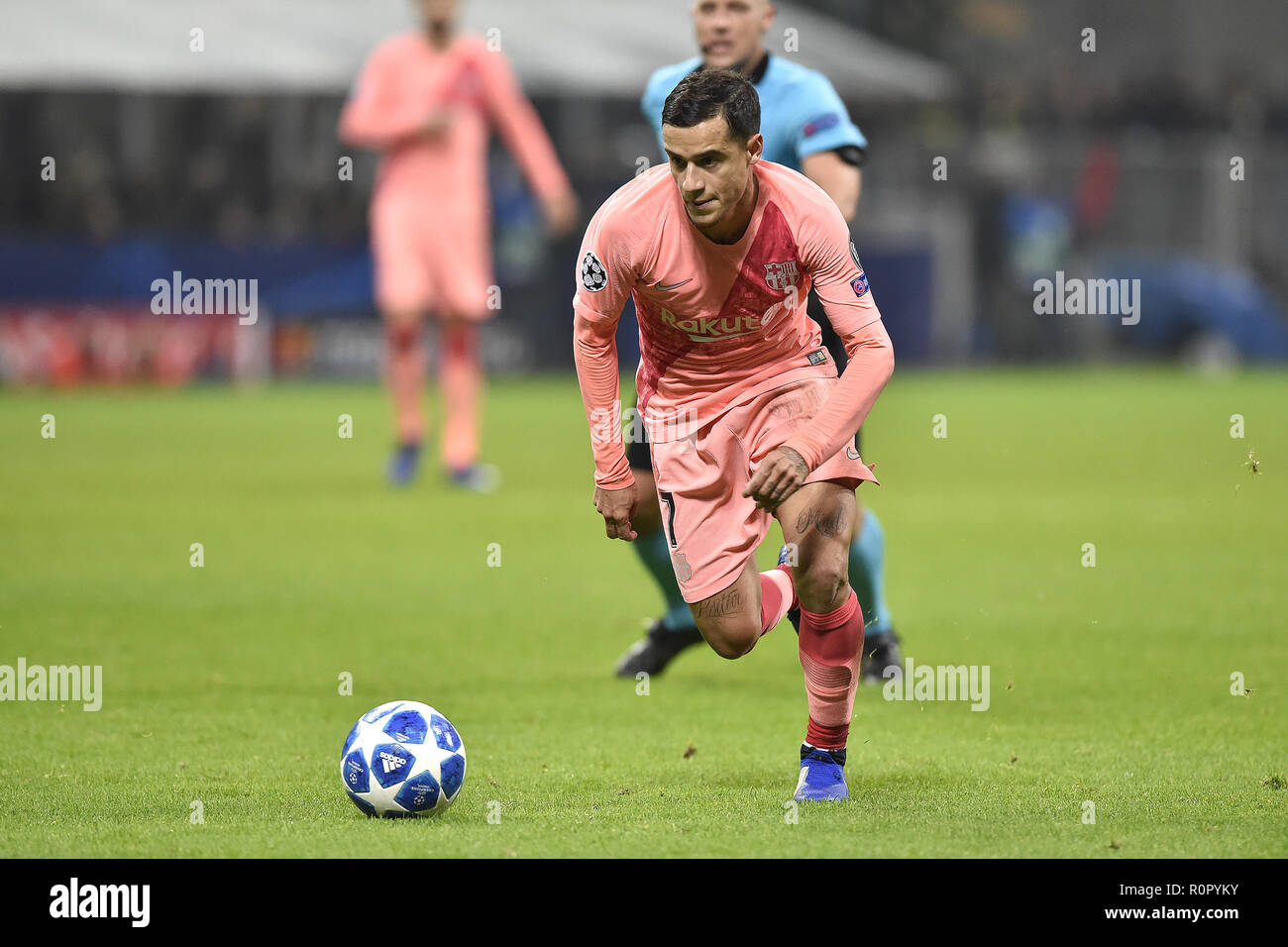 Milan, Italy. 6th Nov 2018. Philippe Coutinho of Barcelona during the UEFA Champions League Group Stage match between Inter Milan and Barcelona at Stadio San Siro, Milan, Italy on 6 November 2018. Photo by Giuseppe Maffia. Credit: UK Sports Pics Ltd/Alamy Live News Stock Photo