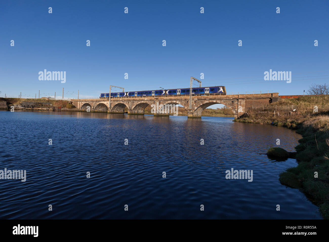 27/10/2018 Queens Viaduct, Irvine (river Irvine, Ayrshire) 3800xx 1506 Ayr - Glasgow central - Stock Image