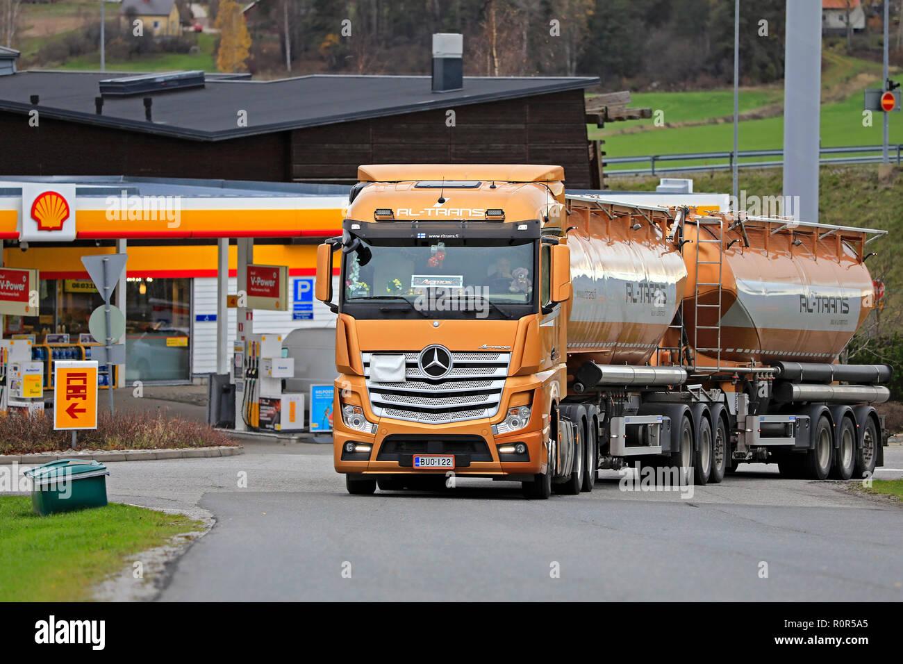 Orange Mercedes Stock Photos & Orange Mercedes Stock Images - Alamy