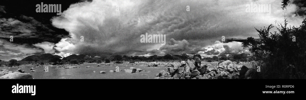 A large violent storm approaches Ruaha River Camp during the rainy season as a huge cumulo-nimbus storm cloud develops over the Southern Highlands - Stock Image
