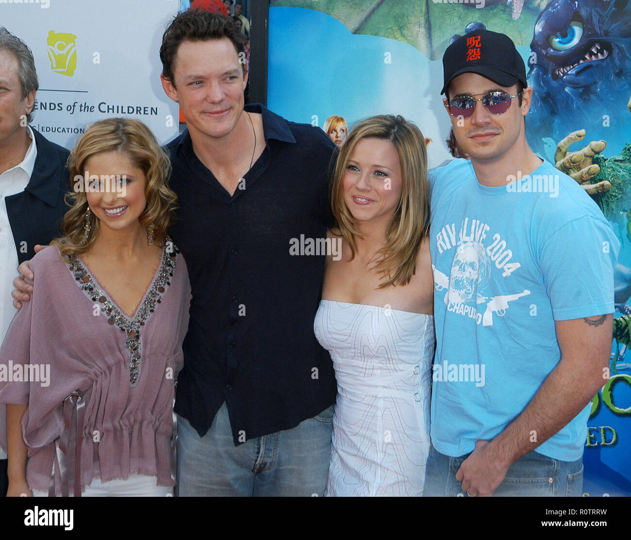 The Cast Sarah Michelle Gellar Matthew Lillard Linda Cardellini And Freddie Prinze Jr At The Premiere Of Scooby Doo 2 At The Chinese Theatre In Los Stock Photo Alamy
