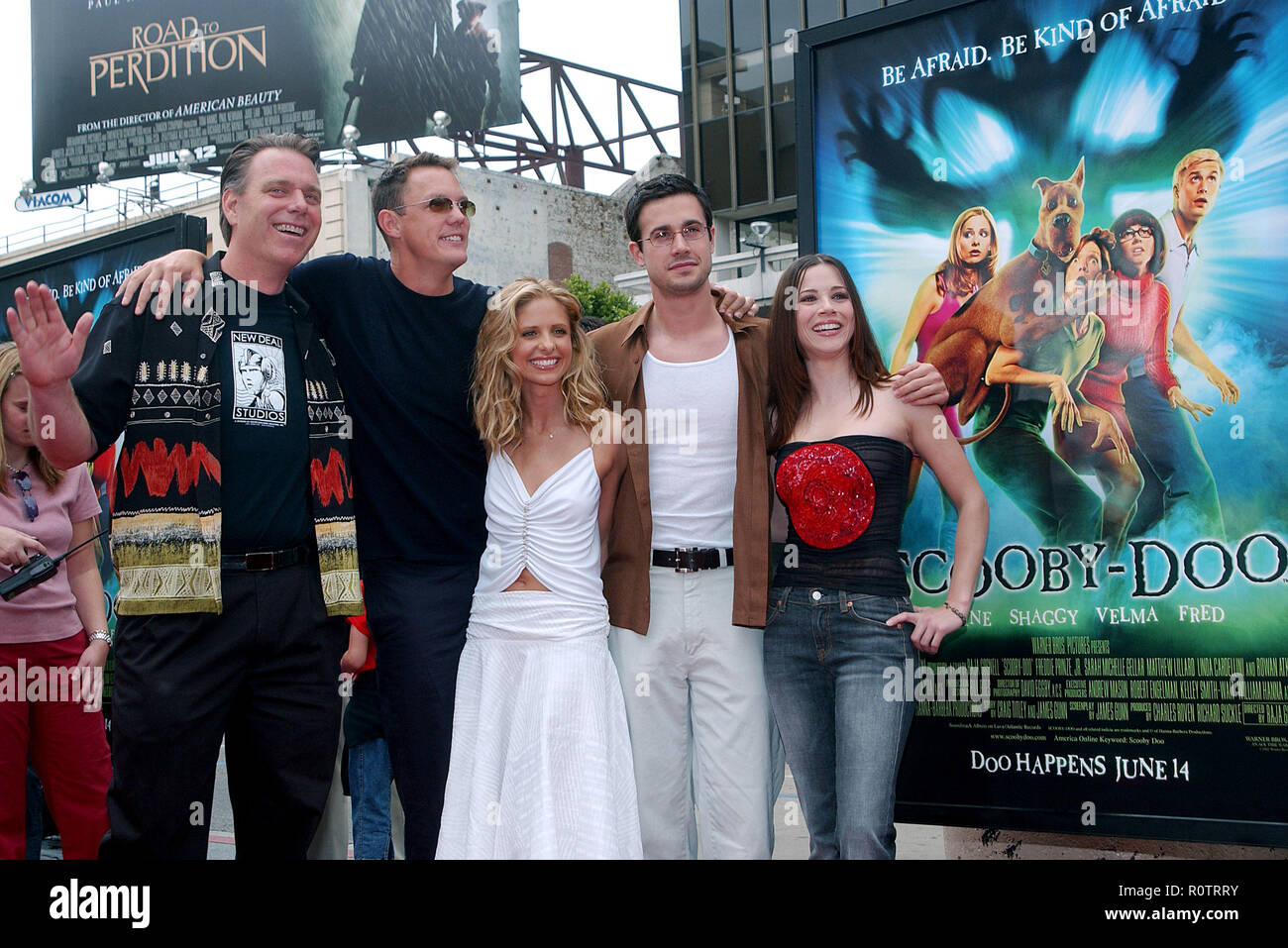 The Cast Of Scooby Doo Matthew Lillard Sarah Michelle Gellar Freddie Prinze Jr And Linda Cardellini Pose With Director Left Raja Gosnell At The P Stock Photo Alamy