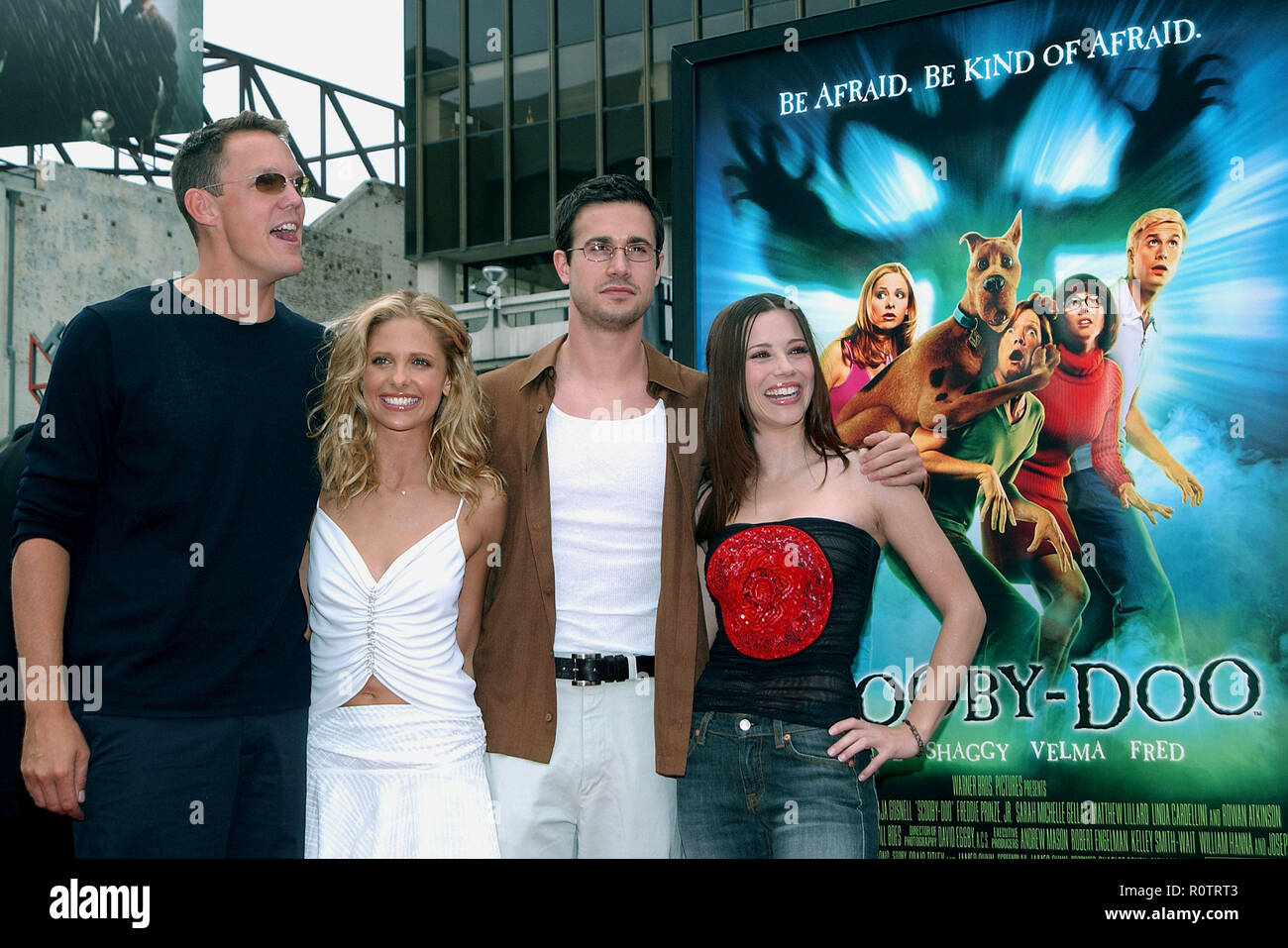 The Cast Of Scooby Doo Matthew Lillard Sarah Michelle Gellar Freddie Prinze Jr And Linda Cardellini Pose At The Premiere Of Scooby Doo At The C Stock Photo Alamy