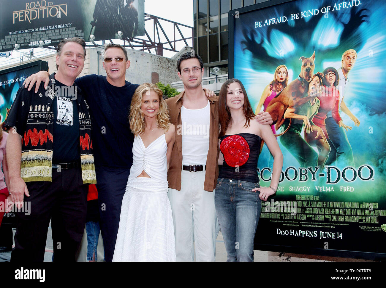 The Cast Of Scooby Doo Posing At The Premiere Of Scooby Doo At The Chinese Theatre In Los Angeles June 8 2002 Scoobydoo C Stock Photo Alamy