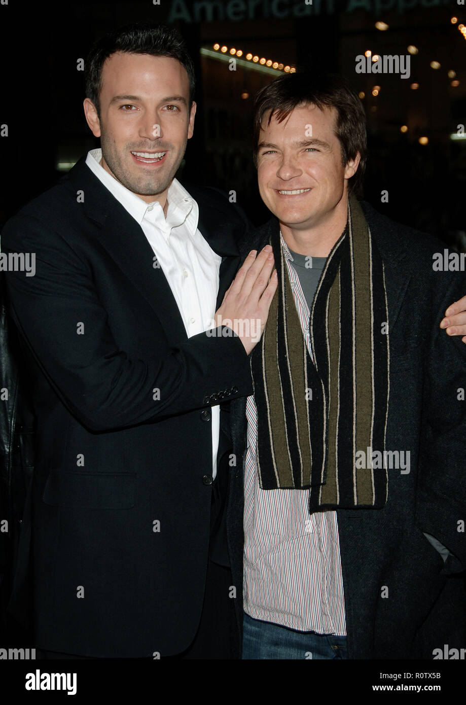 Ben Affleck and Jason Bateman arriving at the Smokin' Aces at the Chinese Theatre In Los Angeles. January 18, 2007.  eye contact smile 3/4          -  - Stock Image