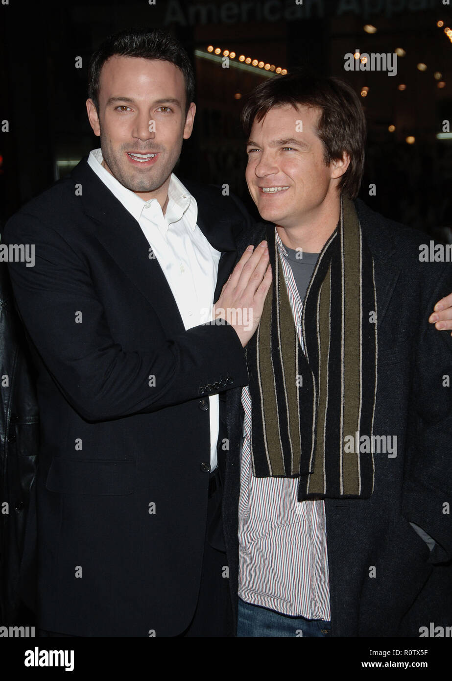 Ben Affleck and Jason Bateman arriving at the Smokin' Aces at the Chinese Theatre In Los Angeles. January 18, 2007.  smile eye contact 3/4          -  - Stock Image