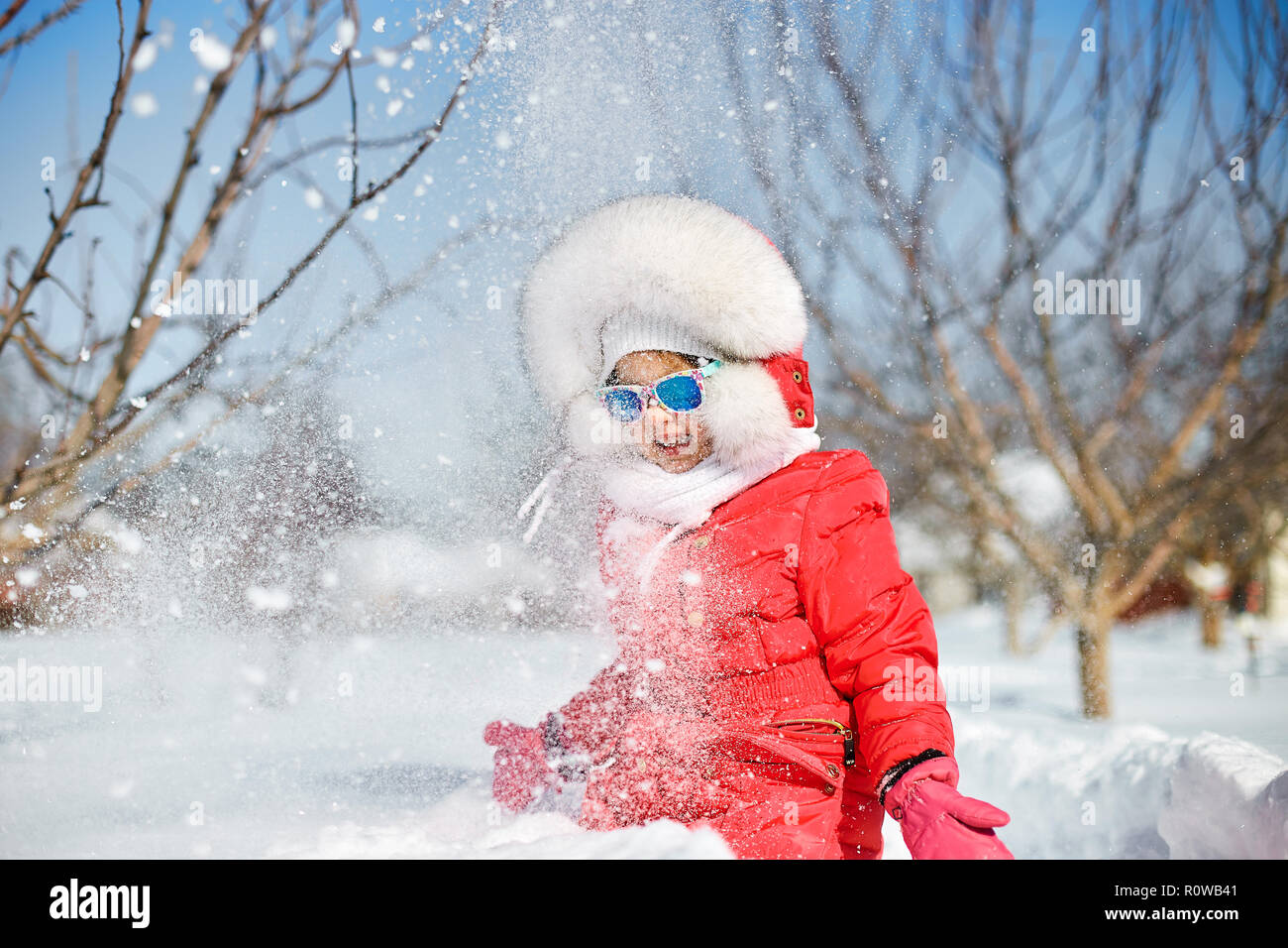 d0ce00c38 Cute little girl in winter