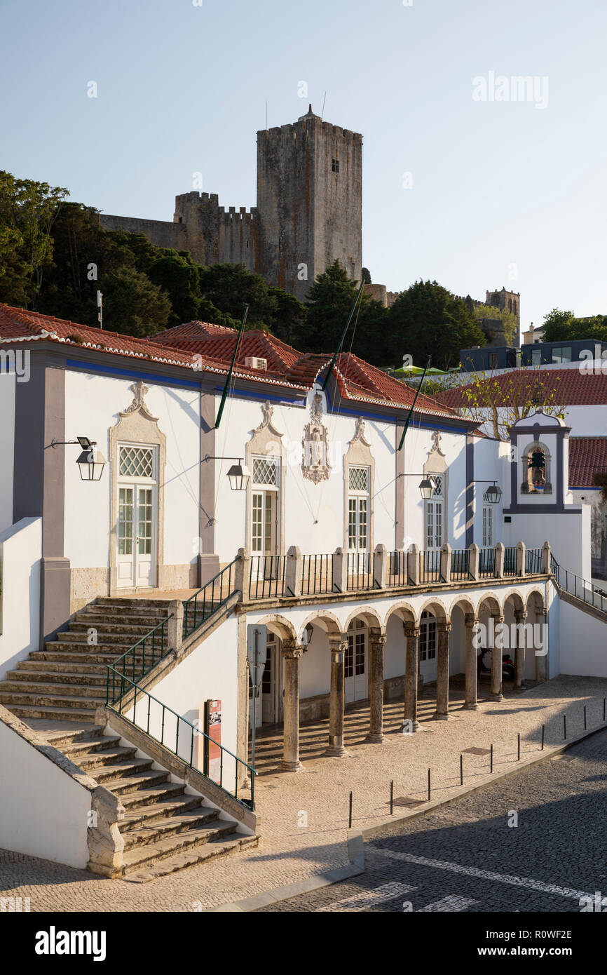 Palmela municipality building and castle uphill, Palmela, Setubal district, Lisbon region, Portugal, Europe - Stock Image