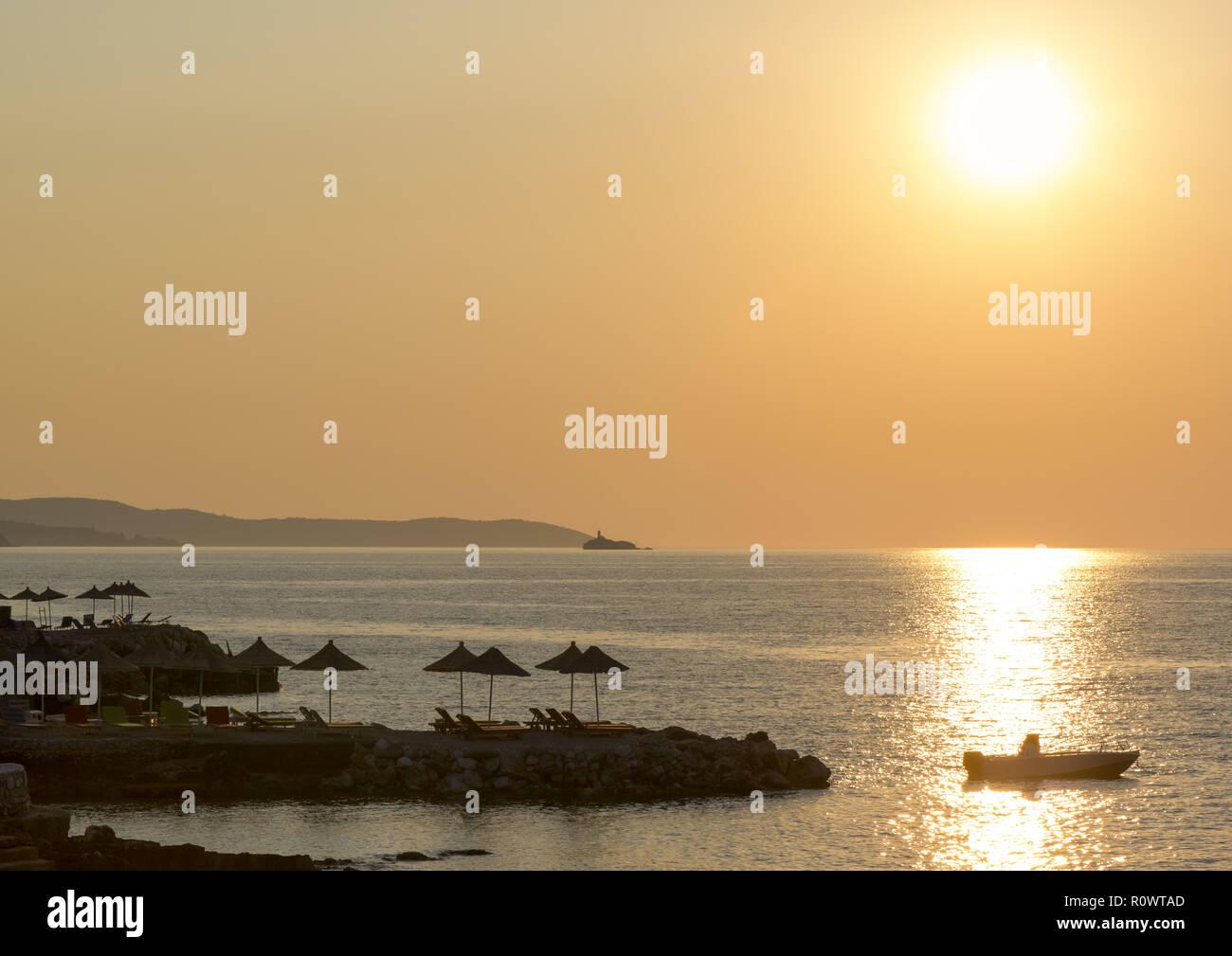Sonnenuntergang am Strand, Ksamil, Albanien - Stock Image