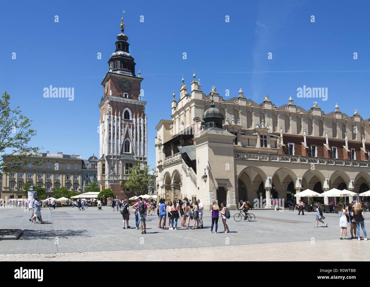 Krakau, Hauptmarkt mit Tuchhallen und Rathausturm, Polen Stock Photo