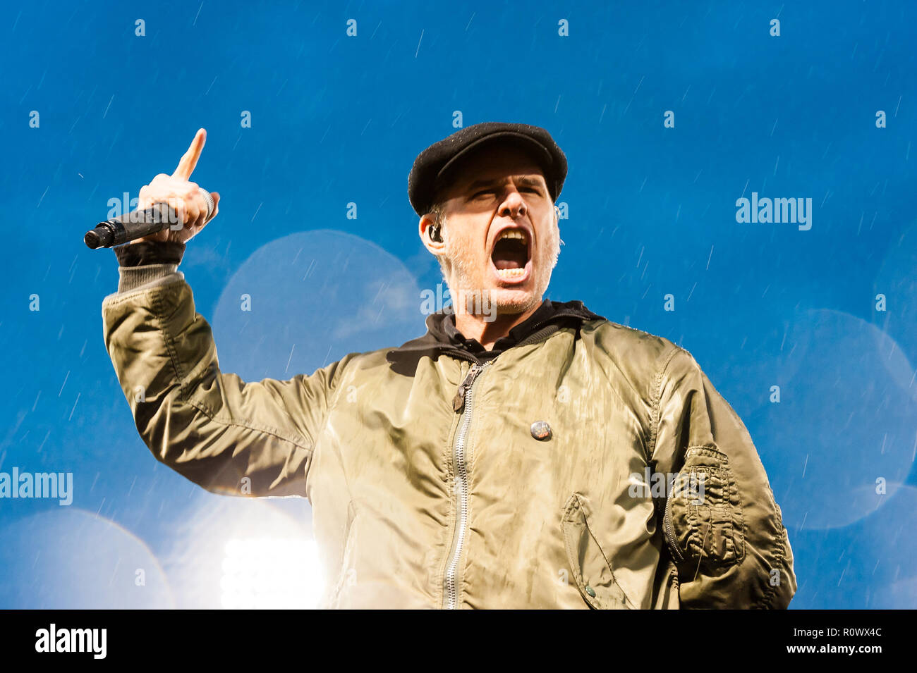 Al Barr, lead singer for the Dropkick Murphys, yelling out a song at their Fenway Park show. - Stock Image