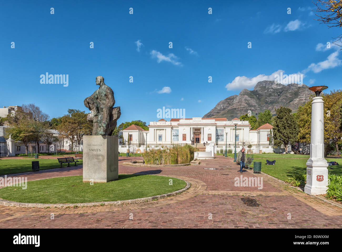 CAPE TOWN, SOUTH AFRICA, AUGUST 17, 2018: The South African National Gallery, with a statue of General Jan Smuts in front, at the Company Gardens in C - Stock Image